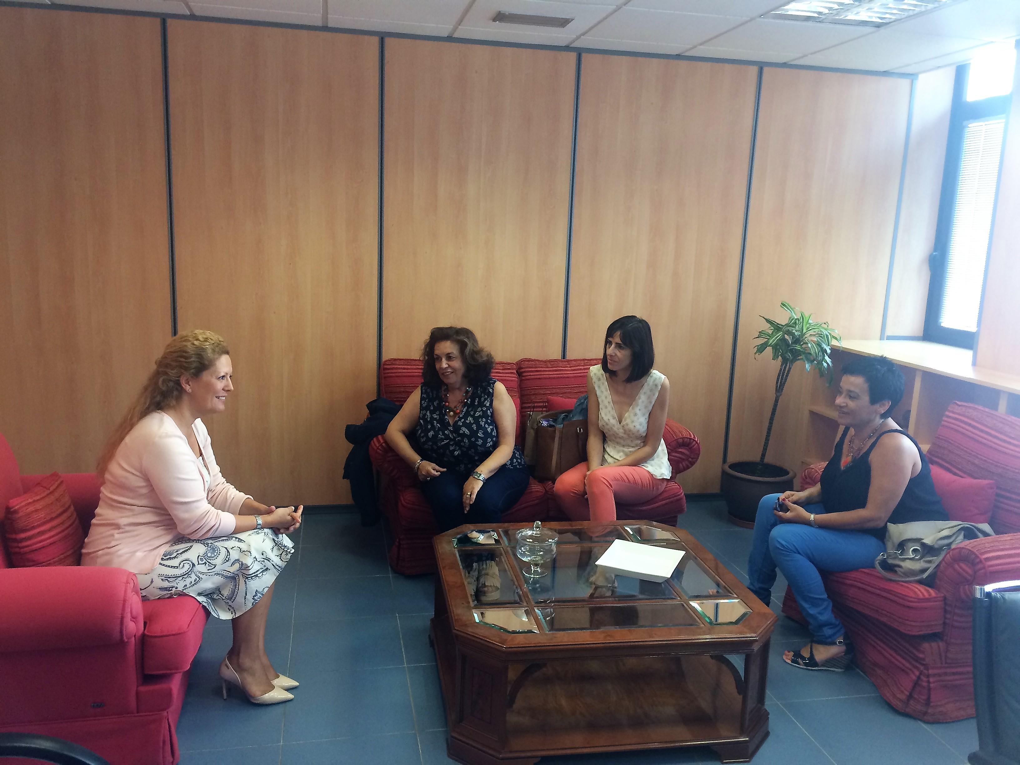 reunión con la directora de infancia y familia gobierno de canarias